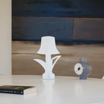 lampada-da-tavolo-bianca-illuminata-touch-led